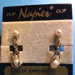 Just barely vintage Napier earrings NWT faux pearl